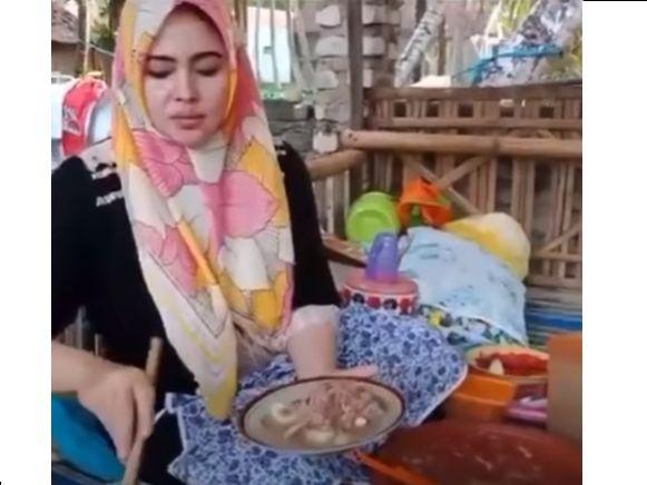 Penjual Rujak Cantik