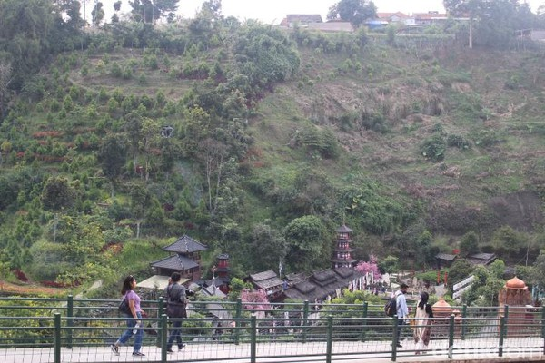 Terletak di Jalan Raya Lembang nomor 71, Kabupaten Bandung Barat, The Great Asia Africa menjadi salah satu objek wisata hits untuk traveler yang doyan berselfie. (Foto: Putu Intan/detikcom)