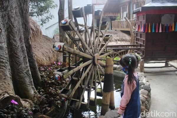 Selain menawarkan wisata selfie, di sini wisatawan juga dapat mempelajari kebudayaan dari masing-masing negara. Misalnya di Korea Selatan terdapat desa tradisional dan tempat pengolahan kimchi. (Foto: Putu Intan/detikcom)