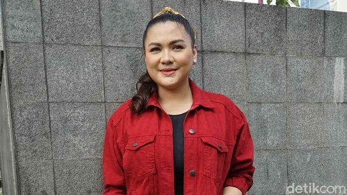 Vicky Shu bergaya