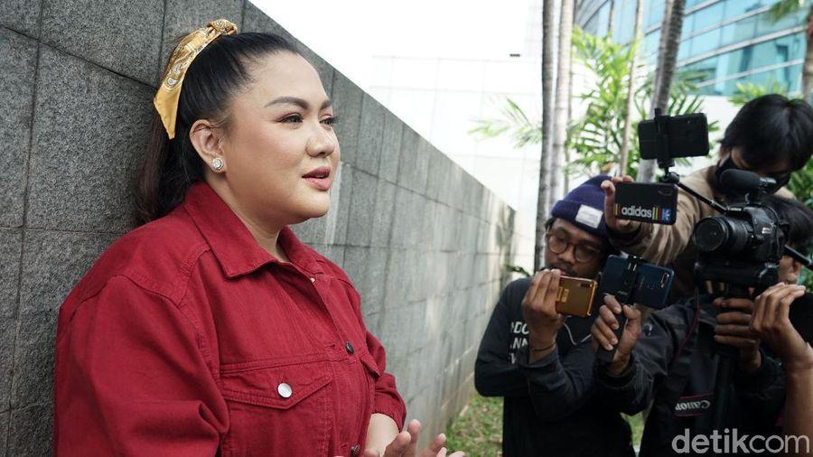 Vicky Shu saat ditemui di kawasan Trans TV.