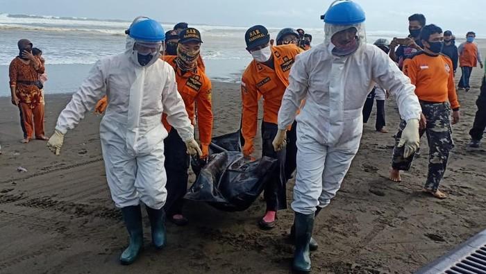 Warga Banyumas yang terseret ombak di Pantai Cilacap  ditemukan tewas, Jumat (3/7/2020).