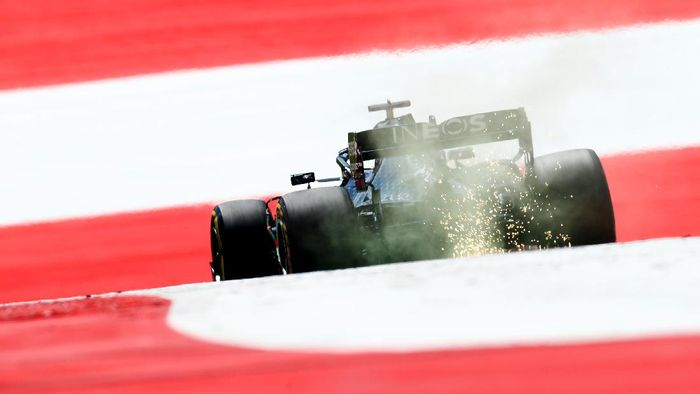 SPIELBERG, AUSTRIA - JULY 04: Lewis Hamilton of Great Britain driving the (44) Mercedes AMG Petronas F1 Team Mercedes W11 on track during final practice for the Formula One Grand Prix of Austria at Red Bull Ring on July 04, 2020 in Spielberg, Austria. (Photo by Mark Thompson/Getty Images)