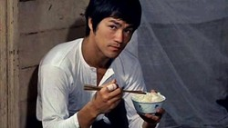 Ini 5 Makanan Favorit Bruce Lee yang Doyan Sup Kol dan Steak