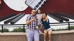 Foto: Beda Tinggi Sangat Jauh, Pasangan Ini Sering Dikira Ayah dan Anak