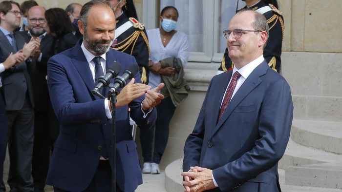 Outgoing Prime Minister Edouard Philippe, left, applauds newly named French Prime Minister Jean Castex after the handover ceremony in Paris, Friday, July 3, 2020. French President Emmanuel Macron on Friday named Jean Castex, who coordinated Frances virus reopening strategy, as the countrys new prime minister as the country focuses on reviving an economy hard-hit by the pandemic and months of strict lockdown.(AP Photo/Michel Euler)