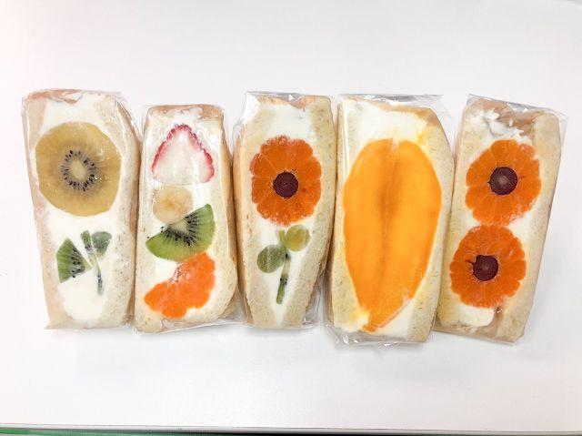 Sandwich buah bentuk bunga