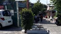 Ternyata, Makam Berjejer di Pertigaan Jalan Kampung Solo Pusara 3 Bayi