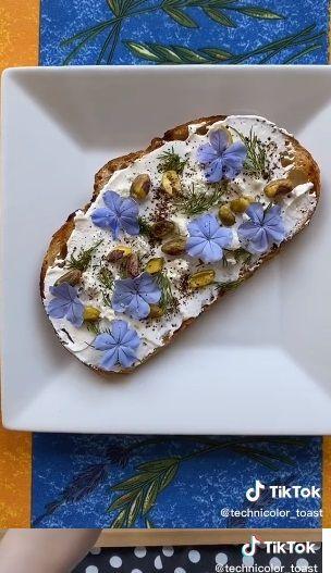 Roti Panggang Cantik Bertemakan Film