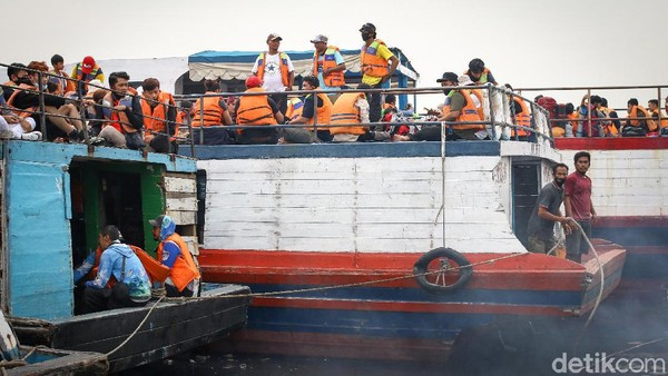Begini potret lonjakan wisatawan yang hendak berlibur ke Kepulauan Seribu.