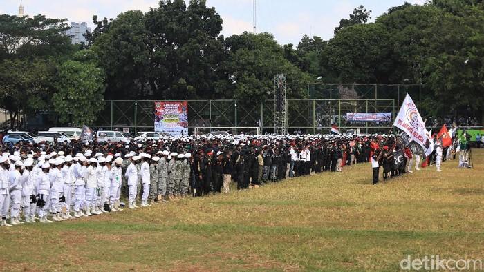 Persaudaraan Alumni (PA) 212 bersama sejumlah ormas gelar apel bertajuk Apel Siaga Ganyang Komunis. Acara itu digelar di Lapangan Ahmad Yani, Jakarta.