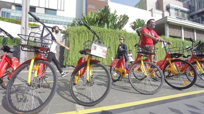Dishub DKI Jakarta hadirkan layanan peminjaman sepeda di sejumlah titik di ibu kota. Layanan ini diketahui masih dalam tahap uji coba.