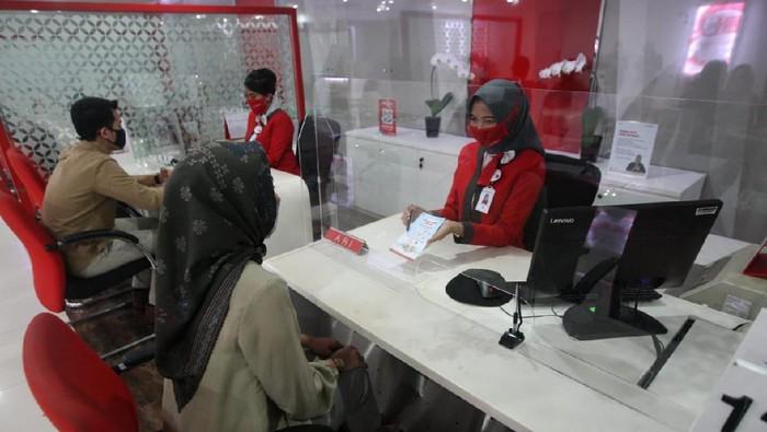Konsistensi Bank DKI dalam meningkatkan kualitas layanan pada nasabahnya diganjar apresiasi sebagai pelayanan terbaik di kategori Bank Pembangunan Daerah (BPD) versi InfoBank.