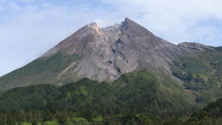 Gunung Merapi dari Kali Talang