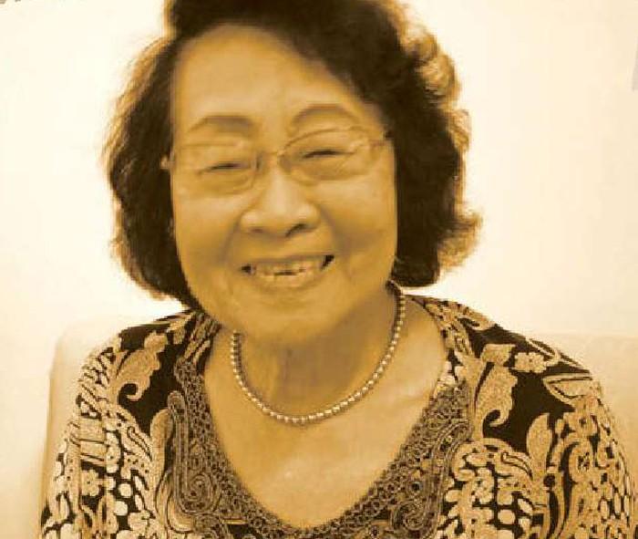 Ibu Julie Sutardjana Penulis Buku Resep Tertua di Indonesia