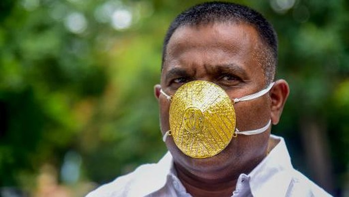 Tajir Melintir, Pria Ini Pakai Masker Emas Rp 54 Juta