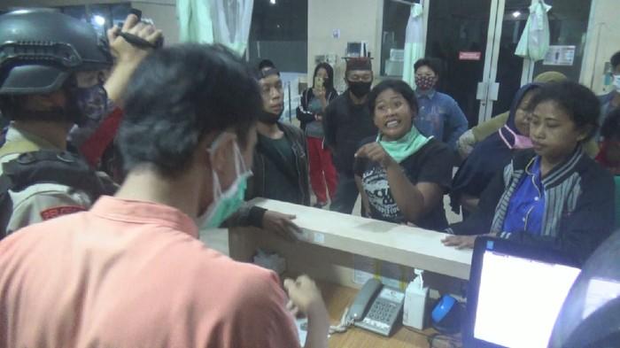 Keluarga PDP Corona ricuh di RS Faisal Makassar