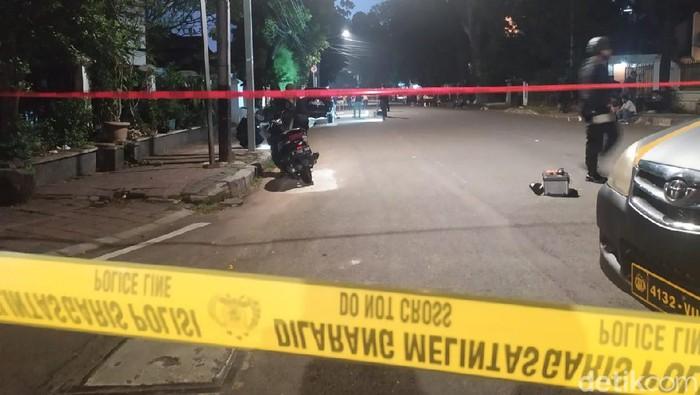 Lokasi ledakan di Menteng dipasang garis polisi.