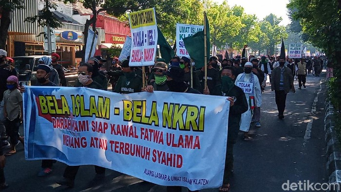 Massa demo tolak RUU HIP dan PIP long march ke DPRD Klaten