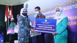 Kemnaker Salurkan Program Refocusing untuk Pesantren, UMKM & Wirausaha