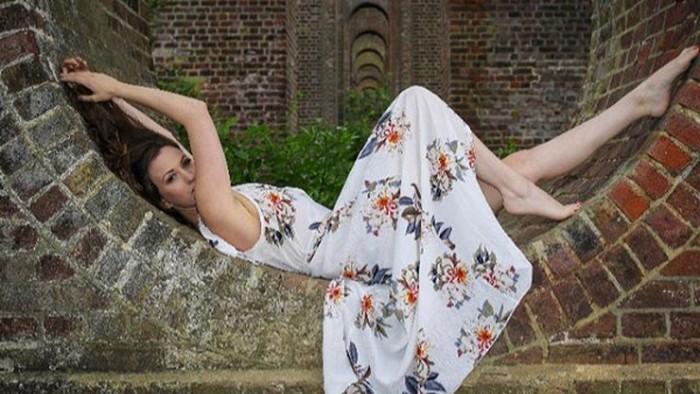 Michelle De Feo, model yang jual foto seksi demi pengobatan penyakit.