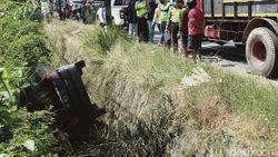 Anak Rewel, Pemobil Ini Nyemplung ke Sungai di Jalan Yogya-Solo