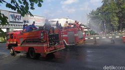 CFD Berakhir, Flyover Summarecon Bekasi Disemprot Disinfektan