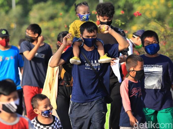 Kegiatan CFD kembali digelar di Kota Bekasi. Tak hanya orang dewasa, sejumlah anak juga tampak mengikuti kegiatan tersebut.