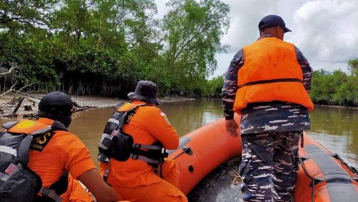 Proses pencarian Mahmud, nelayan yang diduga hilang diterkam buaya di Babel. (Foto: Istimewa)