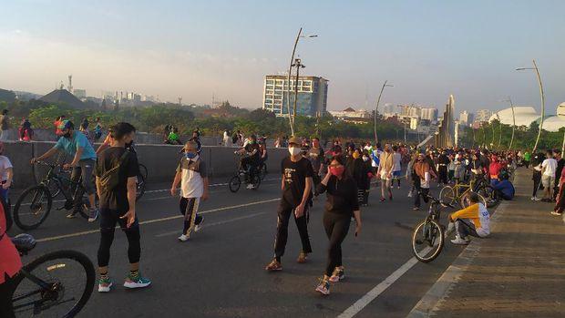 Suasana CFD di flyover Summarecon Bekasi, Minggu (5/7) pagi.