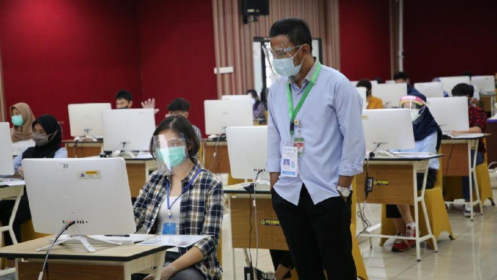Potret UTBK Saat Pandemi Corona, Peserta Pakai Masker-Face Shield