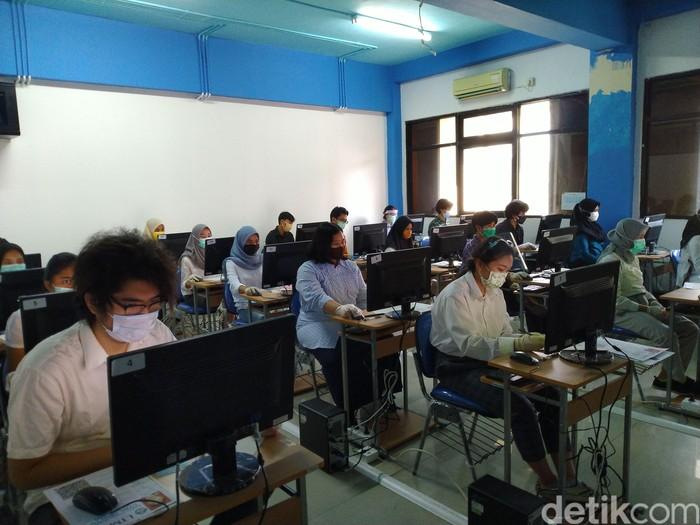 UTBK-SBMPTN 2020 di UNJ, Rawamangun, Jakarta Timur. (Sachril Agustin Berutu/detikcom)