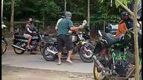 Viral Biker Dipukul Warga Pakai Sandal Jepit Diduga Gegara Bleyer