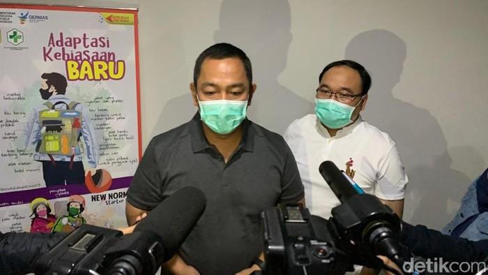 Wali Kota Semarang Hendrar Prihadi dan Kadinas Kesehatan Kota Semarang Abdul Hakam saat jumpa pers