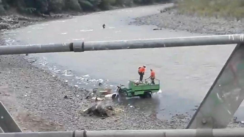Dicari! Petugas Kebersihan yang Buang Sampah ke Sungai Cianjur