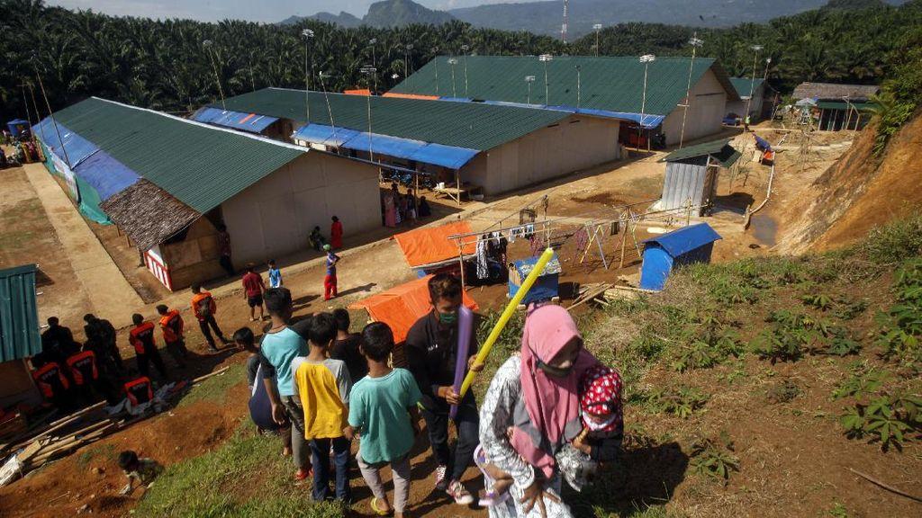 Hunian Sementara Korban Longsor-Banjir Bandang Sukajaya