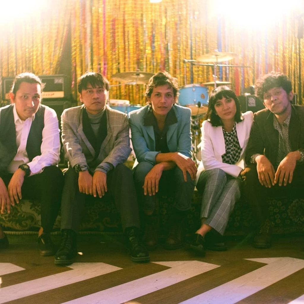 Indische Party Rilis Ulang Video Klip Sepeda