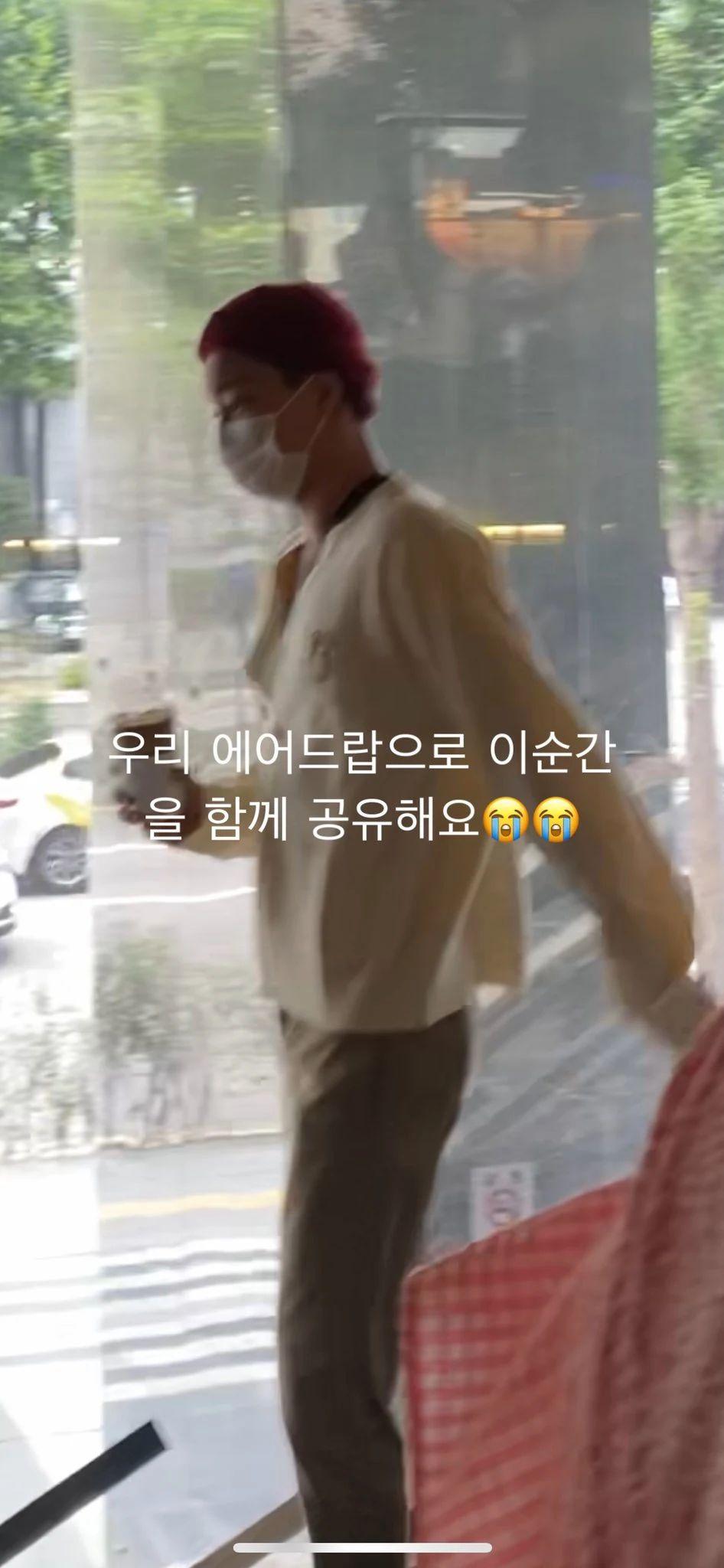 Kai EXO Kujungin Kafe Milik Kakaknya