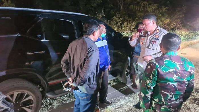 Kapolres Rote Ndao AKBP Bambang Hari Wibowo dan pihak terkait berkoordinasi terkait kapal tenggelam di NTT.