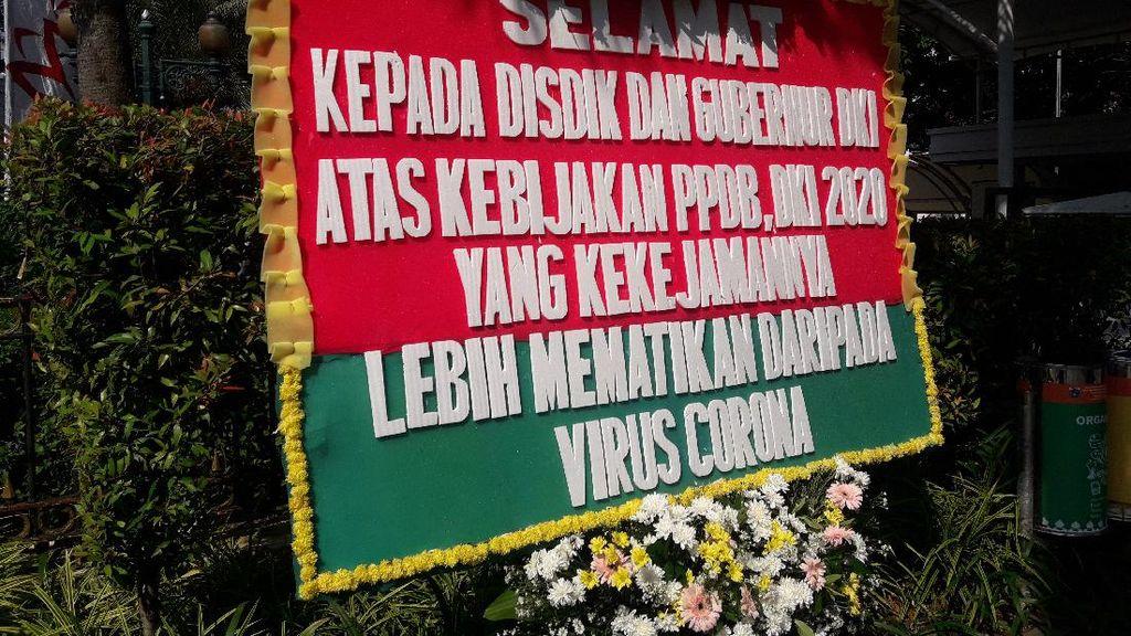 Ortu Siswa Protes PPDB DKI, Kantor Anies Diserbu Karangan Bunga Kekecewaan