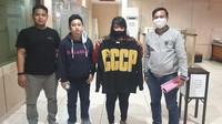Pakai Kaus Berlogo Palu Arit dari Korea Bikin Kasir Kafe Diamankan Polisi
