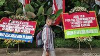 Kantor Dibanjiri Bunga Kekecewaan, Kebijakan PPDB Anies Disorot Dewan