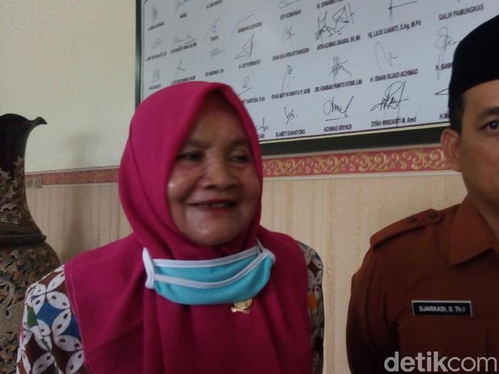 Ketua Pansus promosi kesehatan tentang pengadaan kalender DPRD Banjarnegara, Istianatun Minalloh, Senin (6/7/2020).