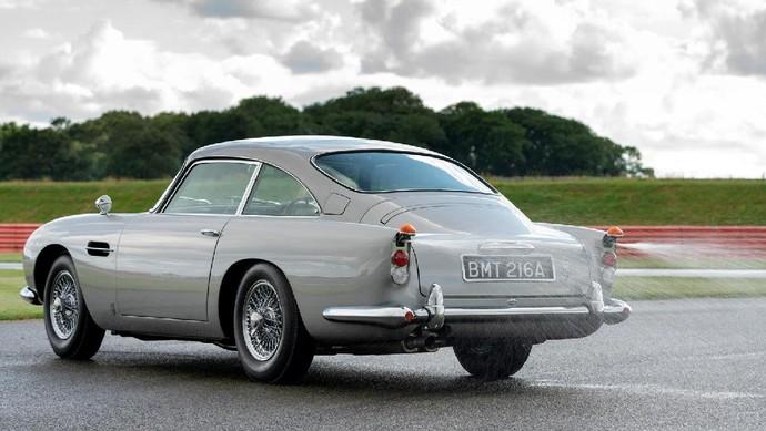 Mobil James Bond dijual