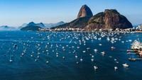 Teluk Botafogo kini kembali dipenuhi oleh kapal-kapal para wisatawan.