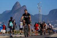 Sejumlah ahli kesehatan khawatir pemerintah terlalu cepat membuka kembali perekonomian di Rio Janeiro.