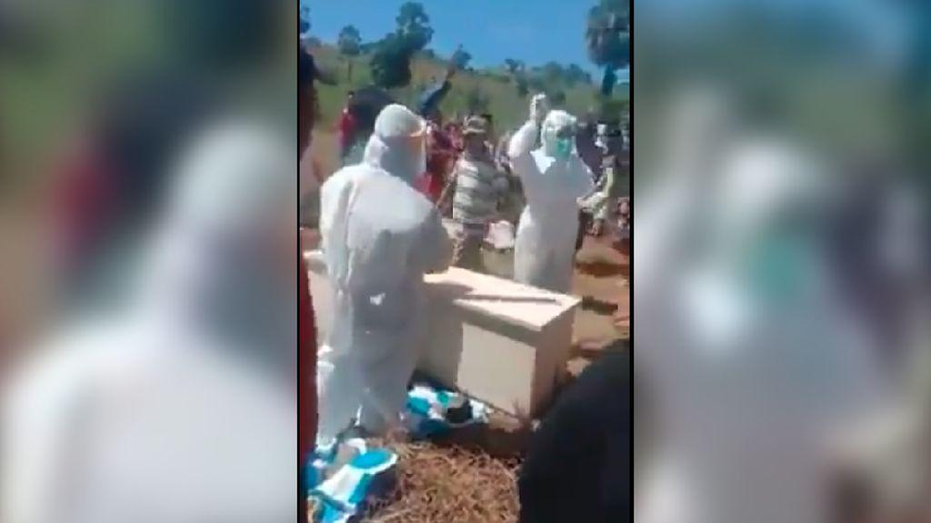 Video Peti Jenazah Covid-19 Dibongkar Paksa Keluarga di Sulsel
