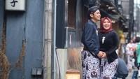 7 Foto Prewedding Pakai Baju Adat Jawa di Jepang yang Viral