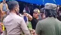 Detik-detik Pria Tantang Polisi yang Hendak Bubarkan Judi Sabung Ayam