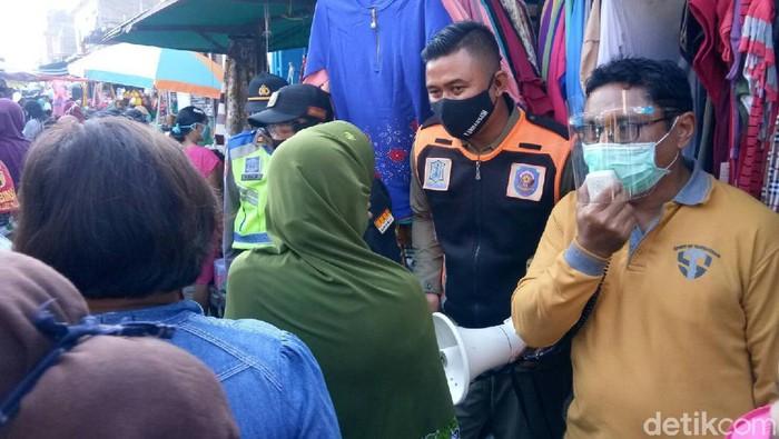 Razia serentak di pasar tradisional surabaya